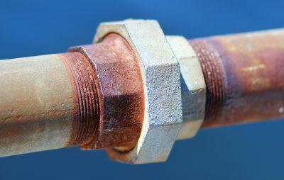 Eisenrohr mit verrosteter Verschraubung